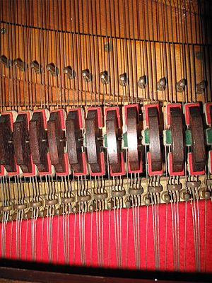 Aliquot stringing - The aliquot strings are one octave higher and are therefore shorter.