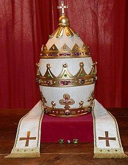 Bouchet Exposition les vins des papes d'Avignon Tiare de Jean XXII