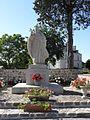 Brains-sur-les-Marches (53) Statue du cardinal Suhard 1.jpg