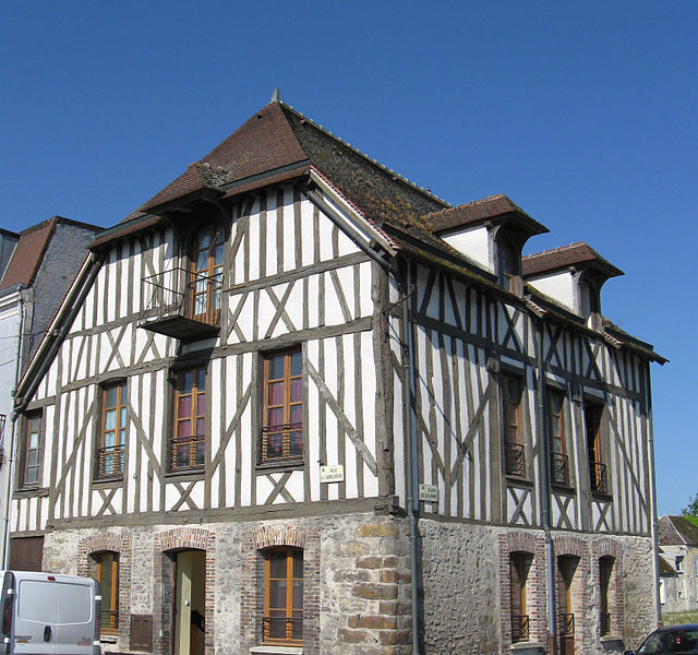 Maison à pans de bois. (Quai de la gare, Bray-sur-Seine, département de la Seine-et-Marne, région Île-de-France).