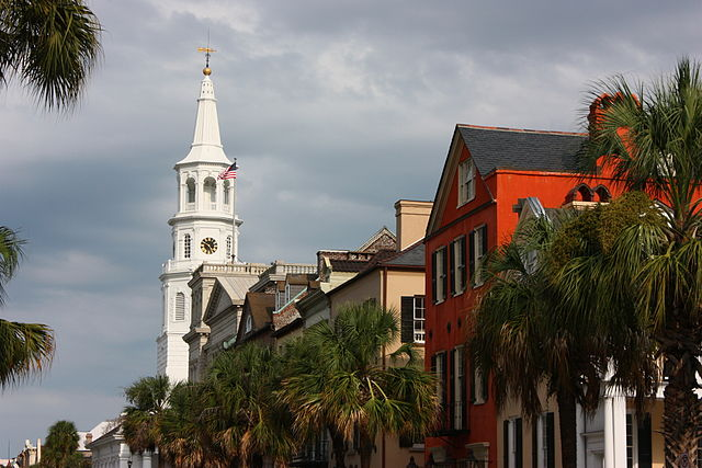 Broad Street in Charleston, South Carolina. Photo by Khanrak.