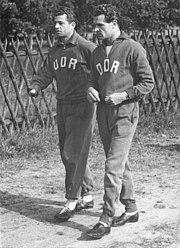 Bundesarchiv Bild 183-49683-0002, DDR-Fußballer Willi Tröger, Kurt Zapf
