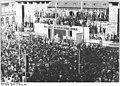 Bundesarchiv Bild 183-S88902, Halle, DDR-Gründung, Kundgebung.jpg