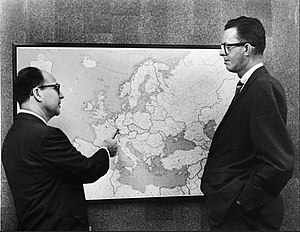 Burson-Marsteller - Harold Burson and Bill Marsteller plan out their firm's expansion into Europe.
