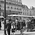 Bushalte in Saint-Germain-des-Prés, Bestanddeelnr 254-0442.jpg