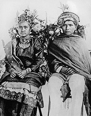 Mandailing people - Image: COLLECTIE TROPENMUSEUM Bruidspaar uit Pakantan Tapanuli Noord Sumatra T Mnr 10002962