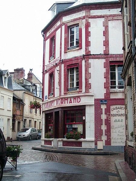 File:Cabaret Normand, Villerville.jpg