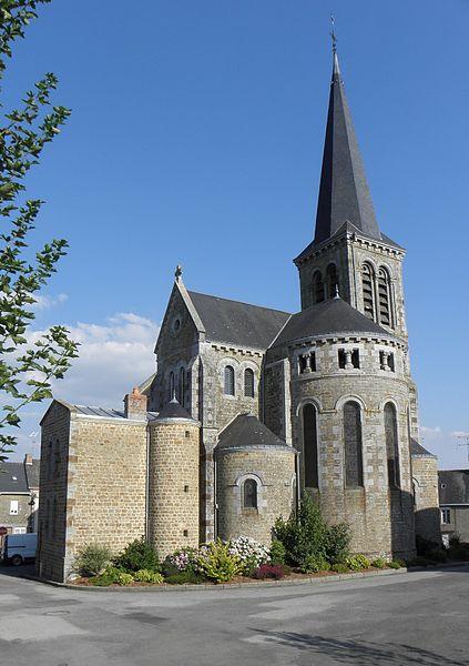 Église Saint-Jean-Baptiste de Carelles (53). Chevet.