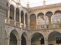Casa de Convalescència, claustre.jpg