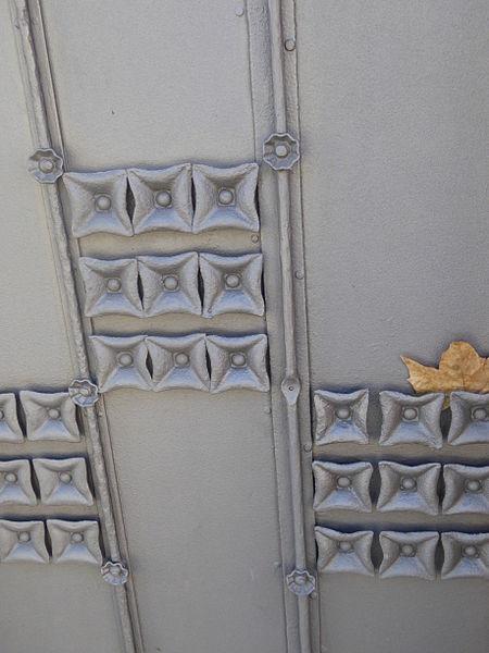File:Casaramona gate, Barcelona, July 2014 (02).JPG