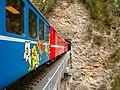 Castielertobelviadukt mit Zug.jpg