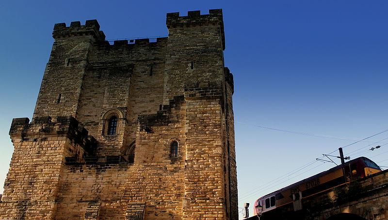 File:Castle keep, Newcastle upon Tyne, 7 November 2013 (2).jpg