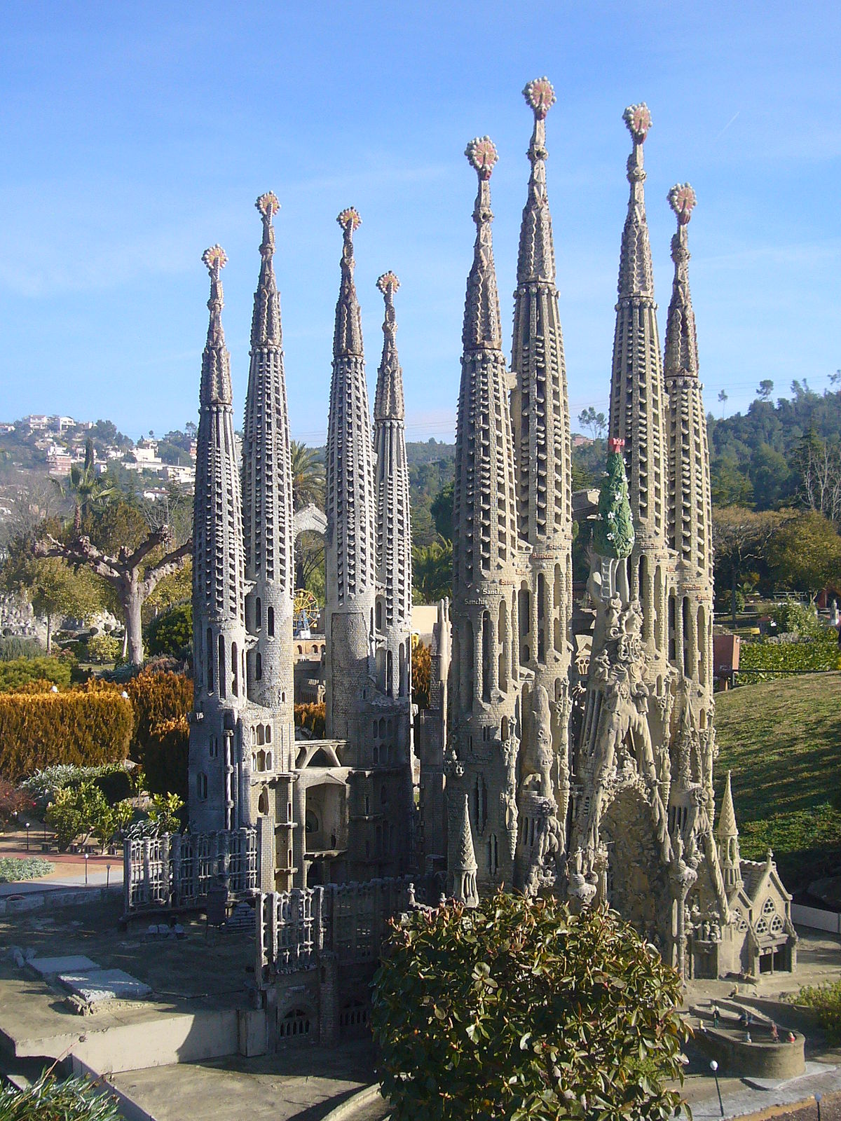 Sagrada Familia: Catalunya En Miniatura