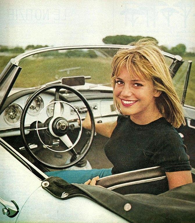 File:Catherine Spaak, 1962.jpg - Wikimedia Commons