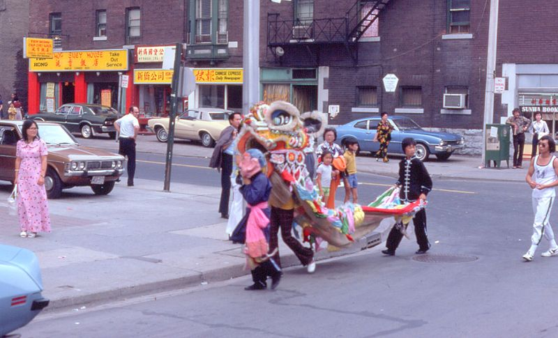 File:Chinatown Dragon Dance in 1975.jpg