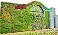 Construction d'un mur en Mosaïculture au Jardin Botanique de Montréal. - Wall in Horticulture Arts at the Botanical Garden in Montreal - panoramio.jpg