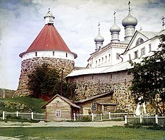 Corner tower of the Trinity Cathedral in en-Solovetsky Monastery (Prokudin-Gorsky 20348).jpg
