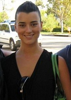 Chilean Americans - Actress Cote de Pablo