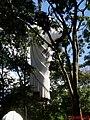 Cristo Salvador de Sertãozinho, em construção. Içamento para o pedestal da estátua do Cristo que pesa 40 toneladas e mede 18 metros de altura em 24 de abril de 2013 às 11.49 - panoramio.jpg