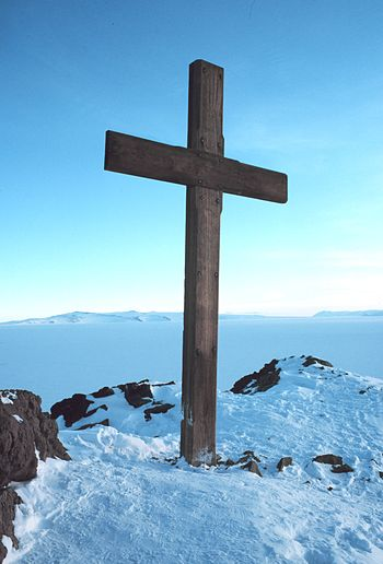 English: Cross on Observation Hill erected as ...
