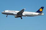 D-AIZE A320 Lufthansa (14622797289).jpg