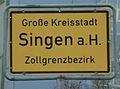 D-BW-Singen - Ortsschild mit 'Zollgrenzbezirk'.JPG