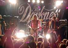 The Darkness en concert, 2004.