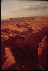 Deadhorse Point State Park with View of the Colorado River Gorge, 05-1972 (3814168293).jpg