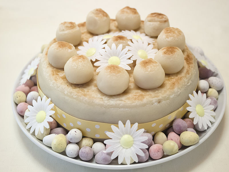 File:Decorated Simnel cake (14173161143).jpg