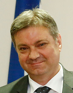 Denis Zvizdic June 2015 (18761084058).jpg