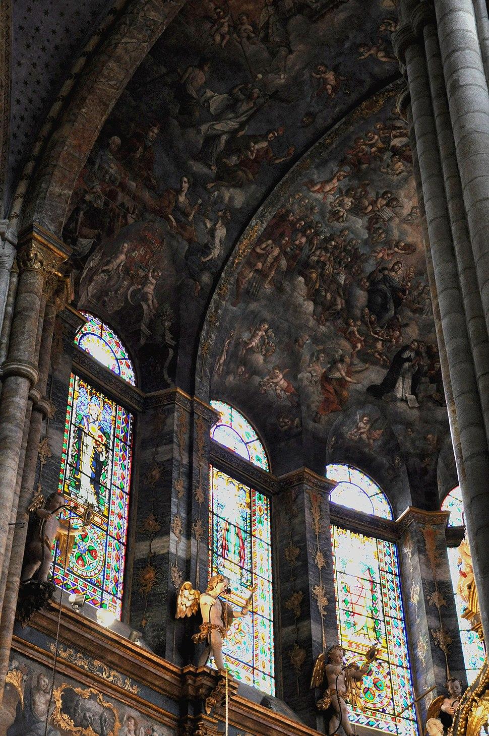 Detalle do interior da catedral de Lugo