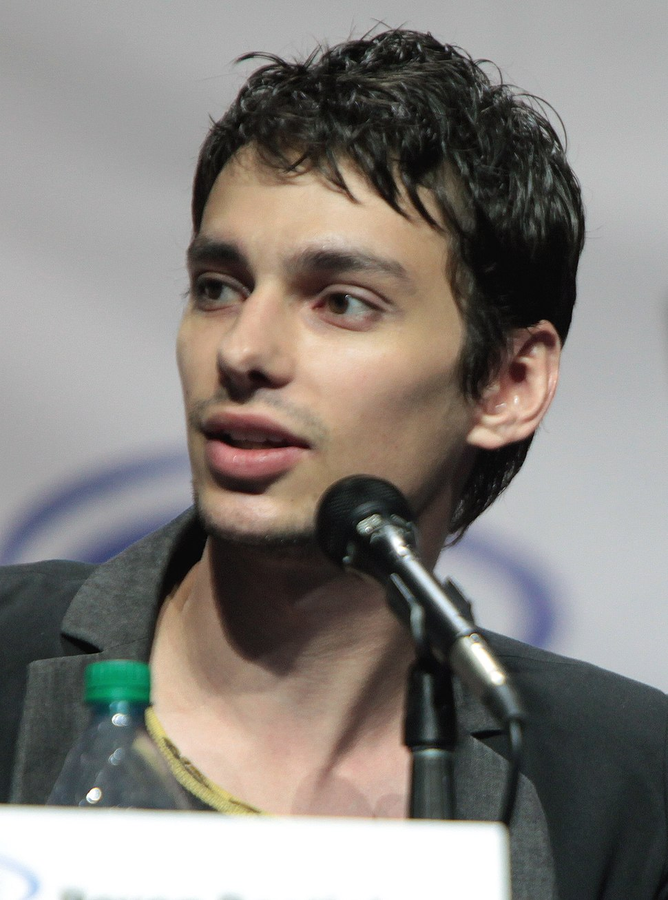 Devon Bostick Wondercon 2016