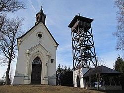 Dlažov - kaple sv. Markéty s novou rozhlednou nad obcí.JPG