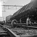 Doordat een diesel-personentrein uit Utrecht C.S. door een rood seinlicht reed, , Bestanddeelnr 916-7679.jpg