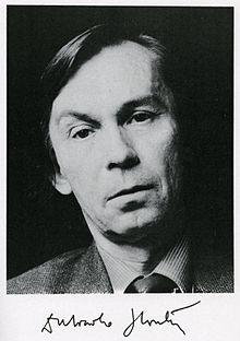 https://upload.wikimedia.org/wikipedia/commons/thumb/6/64/Dubravko_Horvati%C4%87.jpg/220px-Dubravko_Horvati%C4%87.jpg