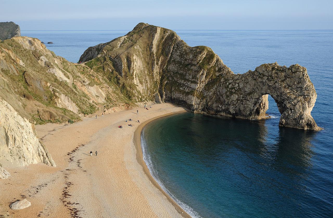 Durdle Door, arche naturelle du littoral du Dorset. Cette côte du sud de l'Angleterre est inscrite au patrimoine mondial.  (définition réelle 3996×2616)