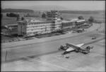ETH-BIB-Flughafen-Zürich, Flughof, Tarmac, DC-3-LBS H1-015094.tif