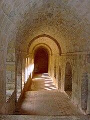 Eastern arcade, cloister, Abbaye du Thoronet