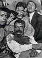 El cadáver de Emiliano Zapata, exhibido en Cuautla, Morelos.jpg