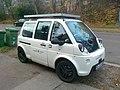 Elektroauto MIA in weiß in Mainz mit Solardach.jpg