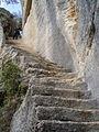 Escalier secret du fort taillé dans la roche à Buoux.jpg
