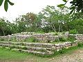 Estructuras adyacentes al Templo de las Siete Muñecas - Dzibilchaltún, Yucatán.jpg