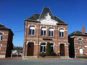 Etreux city hall.jpg