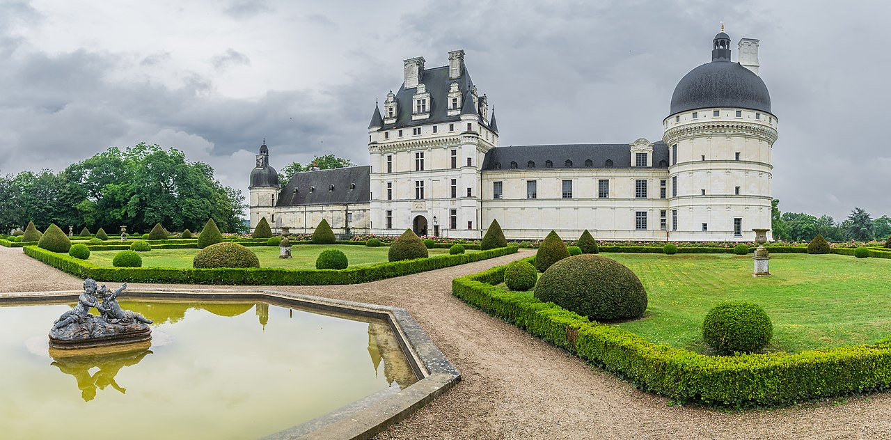 file exterior of the castle of valencay 30 jpg wikimedia commons