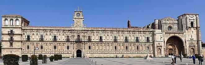 Fachada principal San Marcos de León