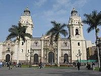 Fachada principal de la Catedral de Lima.jpg