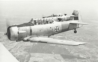 Portuguese Armed Forces - Training of pilots of the Portuguese Armed Forces in the early 1960s, in T-6 aircraft.