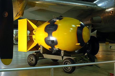 Casing of a Fat Man nuclear bomb, painted like the one dropped on Nagasaki Fat Man (National Museum USAF).jpg