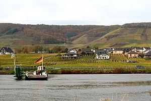 Ferry and vineyards at Beilstein.jpg