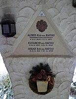 Feuerhalle Simmering - Arkadenhof (Abteilung ARI) - Familie von Raffay, Grab 2 - image 01.jpg